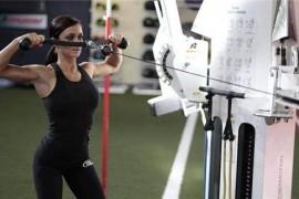健身房练三角肌的动作